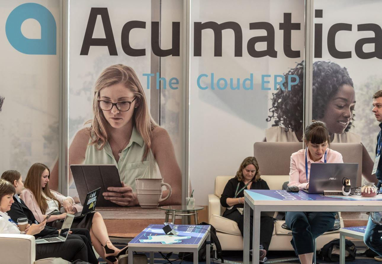 Picture of people using Acumatica Cloud ERP software