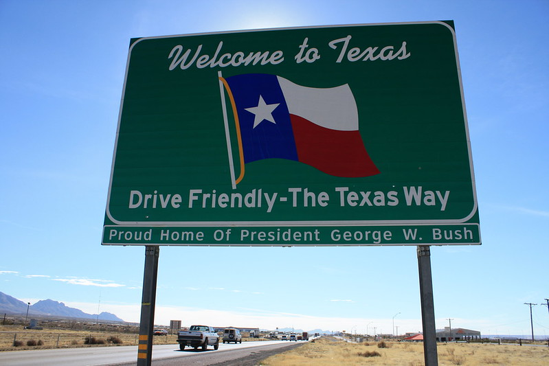 Picture of a road sign that says Welcome to Texas